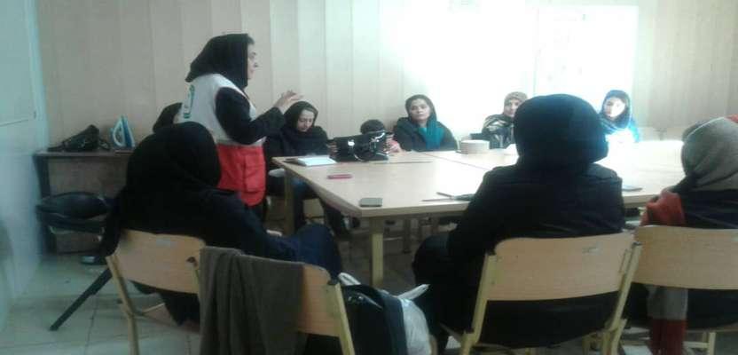 کارگاه های آموزشی آمادگی در برابر زلزله در فرهنگسراها و مدارس سطح شهر برگزار گردید.