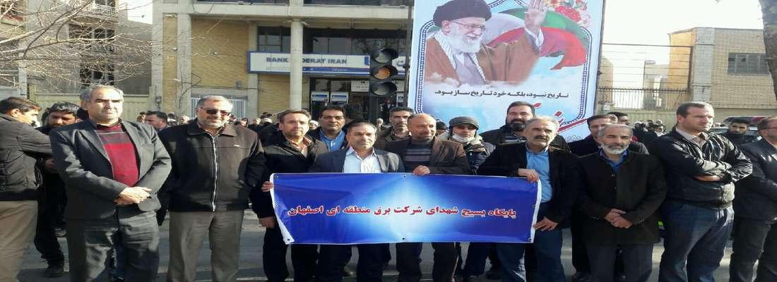 با حضور اقشار مختلف مردم و جمعی از همکاران راهپیمایی باشکوه نهم دی ماه در میدان انقلاب برگزار شد