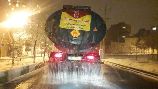 عملیات محلول پاشی در مسیرهای حوزه شهرداری منطقه ۲ تبریز