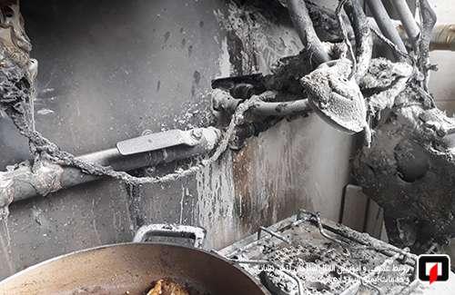 عملیات اطفای آتش در بالکن آپارتمان مسکونی/آتش نشانی رشت