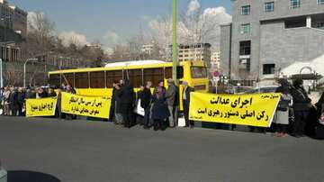 گروهی از اعضای تعاونی شهرک زیتون مقابل وزارت راه تجمع کردند