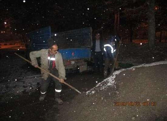 اقدامات مختلف برف روبی از سوی نواحی چهارگانه شهرداری خوی همزمان با آغاز بارش های برف