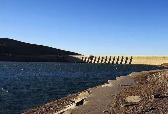 54 درصد مخزن ذخیره آب سد اکباتان خالی است