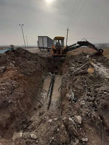 رفع حادثه در خط انتقال آب شرب خط لوله مادر شهر بازرگان