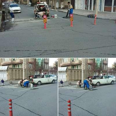 اجرای مصوبات شورای ترافیک شهرستان سلماس به منظور کاهش تصادفات با نصب سرعت گاه لاستیکی استاندارد در