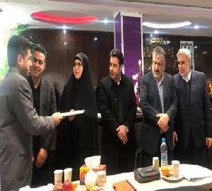 تجلیل از مدیر امور آب  و فاضلاب روستایی شهرستان سل...