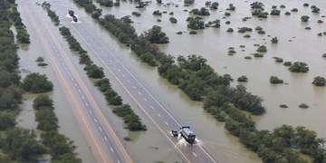 بازگشایی اغلب جادههای مسدود هرمزگان و سیستانوبلوچستان/کندوان یکطرفه میشود