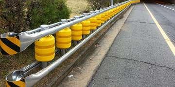 فارس من| ۳ روش ایمنسازی حفاظهای جادهای/نصب گاردریل با استاندارد مشخص انجام میشود