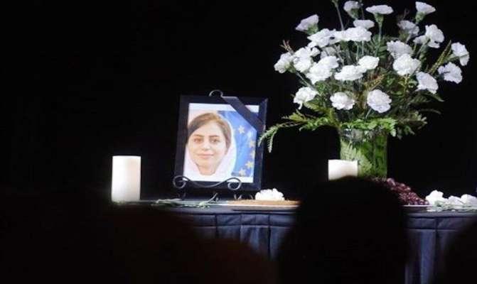 اعضای شورای شهر شیراز در منزل شهید غنیمت اژدری از قربانیان سقوط هواپیمای اکراینی حاضر شدند