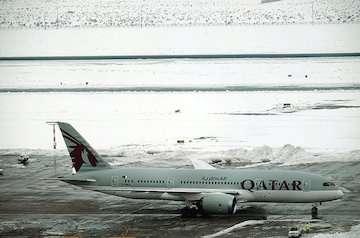 بارش برف موجب توقف عملیات پروازی فرودگاه امام (ره) نشد / پاکسازی کلیه سطوح پروازی و اپرون فرودگاه از برف