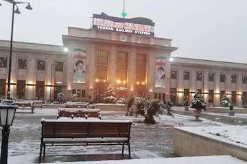 اعزام و پذیرش قطارها در ایستگاه راهآهن تهران به صورت منظم انجام میشود/ آماده باش کامل راهآهن تهران در برابر شرایط نامساعد جوی