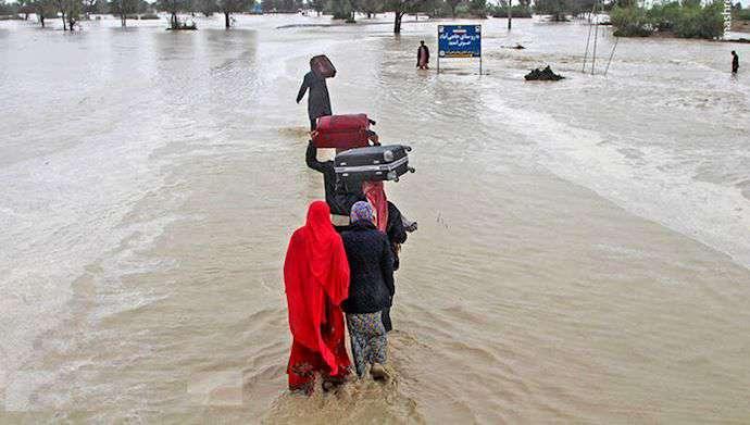 جمع آوری کمک های نقدی و غیر نقدی به سیل زدگان سیستان و بلوچستان