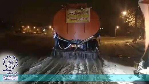 عملیات محلول پاشی مسیرهای حوزه شهرداری منطقه ۷ تبریز