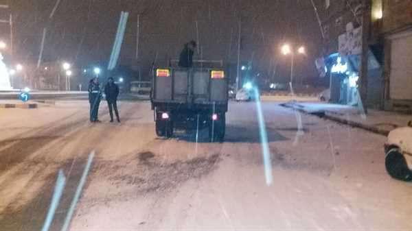 اجرای عملیات برف روبی و نمک پاشی معابر از سوی اکیپ های ستاد زمستانی شهرداری خوی