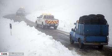 برف و باران پراکنده در جادههای ۸ استان/مهگرفتگی در هراز و جاده  فیروزکوه