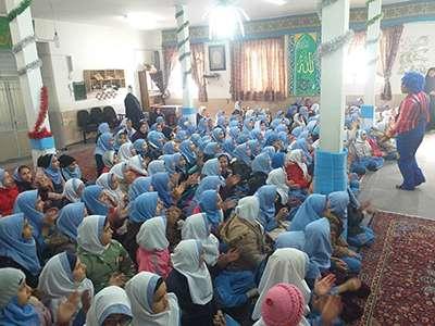 به مناسبت روز هوای پاک نمایشی با موضوع ترافیکی در چند مدرسه شهر اجرا شد