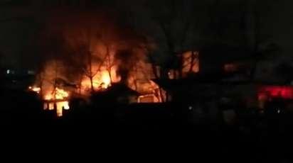 تلاش 33 آتش نشان در پی آتش سوزی دوباب خانه ویلایی در رشت/ آتش نشانی رشت
