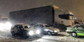 برف و باران در جادههای ۱۳ استان/ ترافیک روان در محورهای تهران-شمال