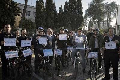 دوچرخه سواری مدیران استان فارس همزمان با سه شنبه های بدون خودرو در هفته هوای پاک