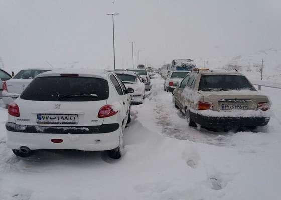 انسداد ۲ محور به دلیل بارش شدید برف و کولاک / مسافرتهای غیرضرور را به تعویق بیاندازید
