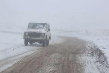 جاده های مازندران برفی و لغزنده است