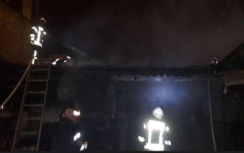 رخداد حادثه آتش سوزی در باطری سازی 45 آتش نشان را به محل حادثه کشاند/ آتش نشانی رشت