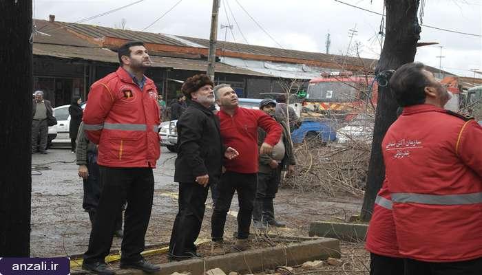 گزارش تصويري تخريب ساختمان قديمي در خيابان ميرزاكوچك خان بندرانزلي