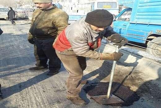 لکه گیری مسیر BRT از پل سه سطح تا آبرسان به وسیله آسفالت سرد