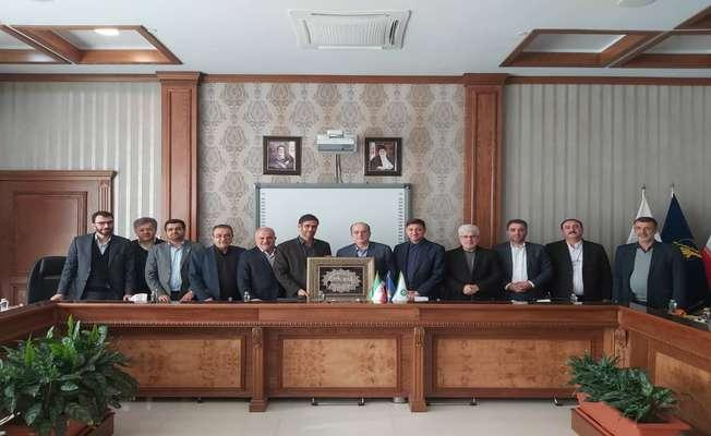 حضور شهردار، رییس و اعضای شورای اسلامی شهر رشت در دفتر فرمانده قرارگاه خاتم الانبیا و عقد موافقت نامه همکاری