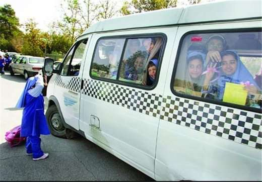 تردد سرویس های مدارس عاملی مهم در تشدید ترافیک شهری است/ لزوم تجدیدنظر در مکان یابی آموزشگاه ها