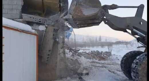 تخریب ساخت و ساز غیرمجاز در آرپادره سی توسط شهرداری منطقه پنج  اجراشد
