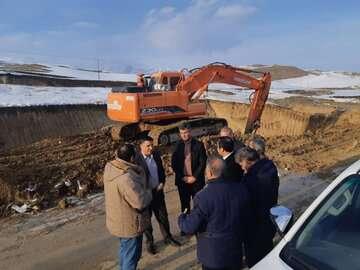 عملیات اجرایی در بزرگراه ارومیه - سرو با وجود برف و سرما ادامه دارد
