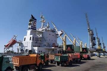 پهلوگیری اولین کشتی ۶۰ هزار تنی گندم وارداتی در بندر شهید بهشتی چابهار/ورود همزمان ۲ کشتی ۶۰ و ۶۶ هزار تنی کالای اساسی به بندر چابهار
