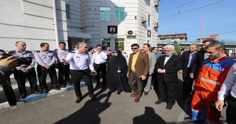 حضور شهردار و اعضای شورای شهر رشت در مراسم رونمایی از چهار دستگاه خودروی آتشنشانی