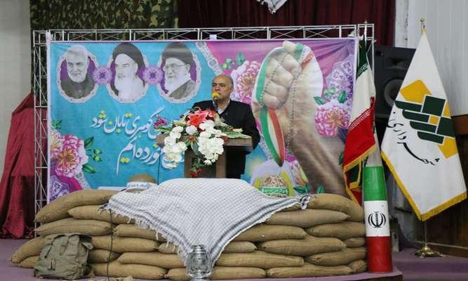 همزمان با ایامالله دهه فجر از مستند شهید مدافع حرم علی عظیمی با عنوان عزم عظیم در زرند رونمایی شد