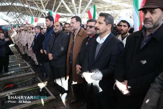 غبار روبی مزار گلزار شهدا  به مناسبت ایام الله دهه مبارک فجر با حضور مسئولین و شهردار تبریز