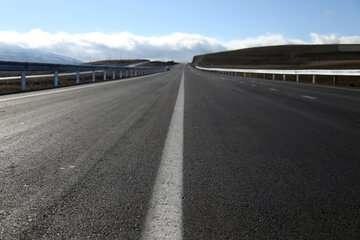 افتتاح ۴۲۲ کیلومتر راه و بزرگراه در دهه فجر