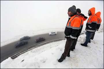 برف و کولاک در جادههای کشور/ سامانه بارشی تا دو روز دیگر به البرز و جاده چالوس میرسد
