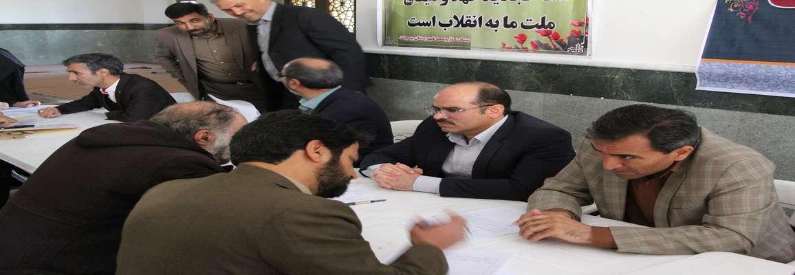 مدیران شهرداری در چهل و یکمین سالگرد پیروزی انقلاب پشت میز خدمت نشستند