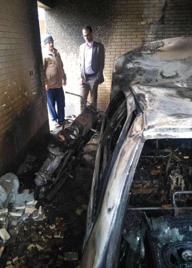 مسعود مومنی فر رئیس سازمان آتش نشانی و خدمات ایمنی شهرداری زرند  : در آتش سوزی امروز خوشبختانه خسارت جانی نداشته ایم .