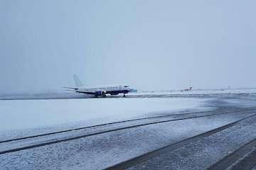 با وجود بارش برف، فرودگاه تبریز عملیاتی است/ راهاندازی دو پرواز جدید به استانبول