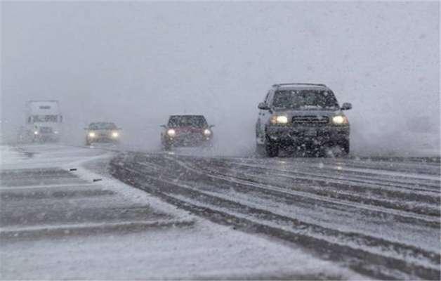 ایجاد ترافیک شدید به علت برف و کولاک در انتهای آزاد راه قزوین_رشت