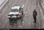 آزادراه قزوین-رشت همچنان مسدود است/بارش برف در جادههای ۱۶ استان