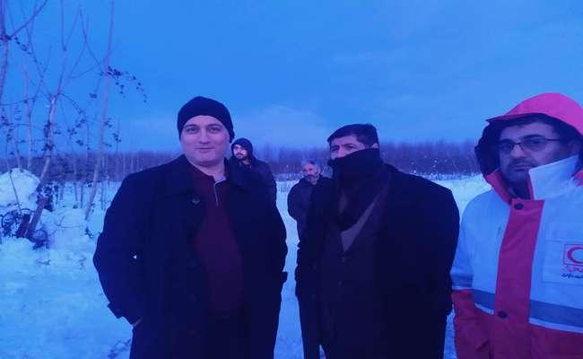 کمک رسانی شهرداری بندرانزلی برای برفروبی و بازگشایی راه های ارتباطی روستای آبکنار