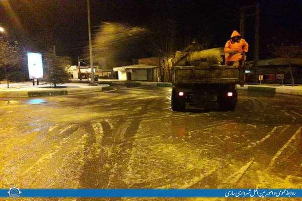 عملیات برف روبی و محلول پاشی سطح شهر ساری اجرا شد