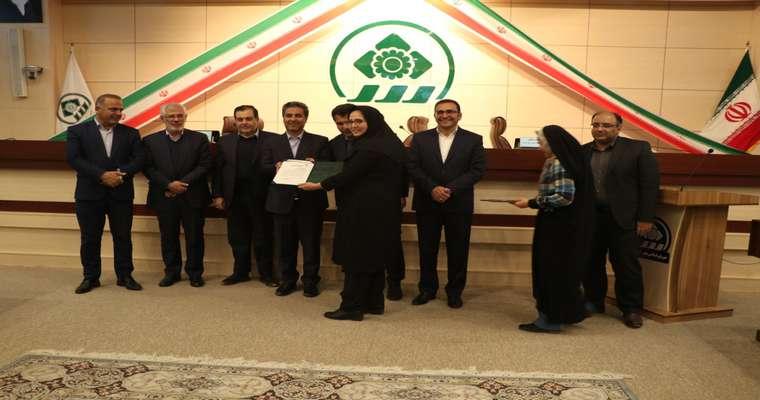 تجلیل از دو بانوی عضو شورای اسلامی شهر شیراز به مناسبت روز زن