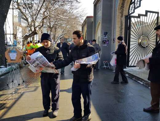 پخش نشریه داخلی شهرداری تبریز در مصلی تبریز