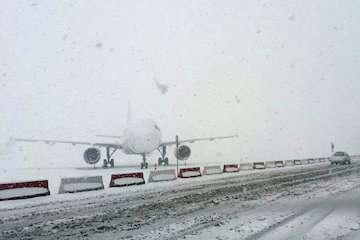 آمادگی فرودگاه ارومیه برای مواجهه با بارش برف/ پروازها بدون مشکل در حال انجام است