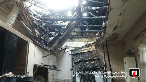 تلاش 27 آتش نشان در پی آتش سوزی خانه ویلایی در خیابان معلم رشت /آتش نشانی رشت
