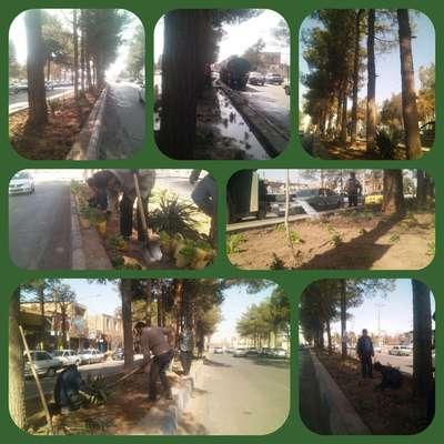 در راستای زیبا سازی محیط شهری و به منظور استقبال از بهار 99 :عملیات گل كاری بلوار 15خرداد در حال انجام می باشد